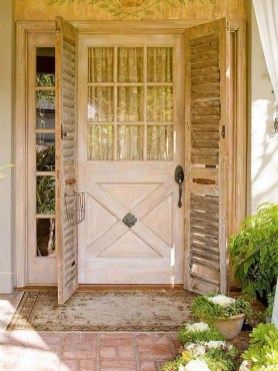 25+ Awesome Farmhouse Exterior Front Door Ideas (26)