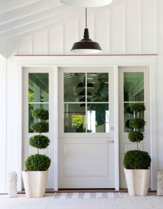 25+ Awesome Farmhouse Exterior Front Door Ideas (5)