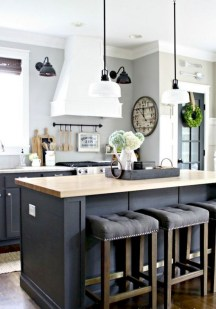 50+ Amazing Modern Farmhouse Kitchen Cabinets Decor Ideas 44
