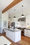 50+ Amazing Modern Farmhouse Kitchen Cabinets Decor Ideas 47