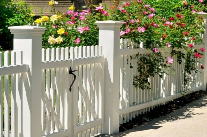 63+ Inspiring DIY Front Yard Privacy Fence Remodel Ideas (45)
