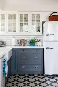 70+ Amazing Farmhouse Gray Kitchen Cabinet Design Ideas 07