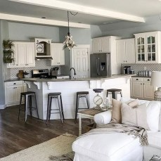 75+ Rustic Farmhouse Style Kitchen Makeover Ideas 20