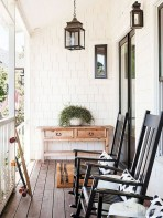 Astonishinh Farmhouse Front Porch Design Ideas 08