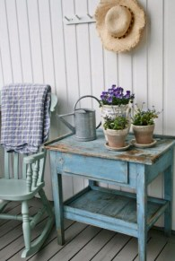 Astonishinh Farmhouse Front Porch Design Ideas 11