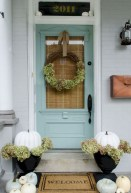 Astonishinh Farmhouse Front Porch Design Ideas 18