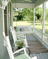 Astonishinh Farmhouse Front Porch Design Ideas 21