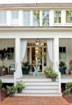 Astonishinh Farmhouse Front Porch Design Ideas 27
