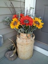 Astonishinh Farmhouse Front Porch Design Ideas 33