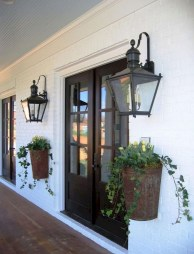 Astonishinh Farmhouse Front Porch Design Ideas 35