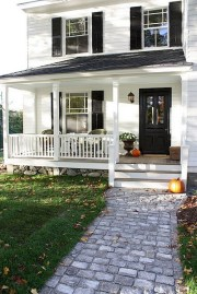 Astonishinh Farmhouse Front Porch Design Ideas 48