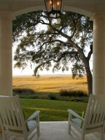 Astonishinh Farmhouse Front Porch Design Ideas 54