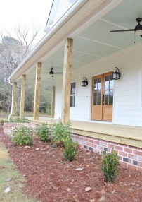 Astonishinh Farmhouse Front Porch Design Ideas 65