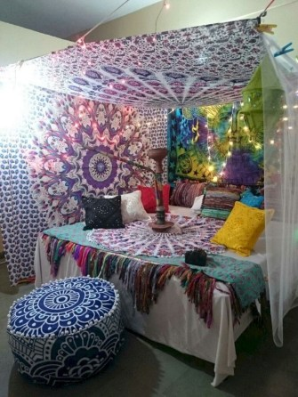 30+ Stunning Bohemian Bedroom Decor For Small Space (27)