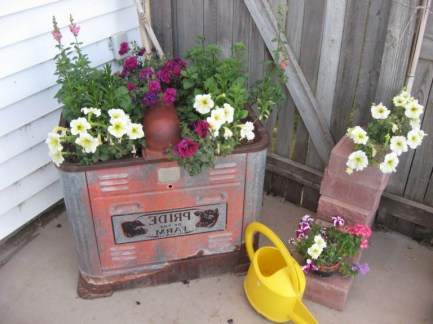 53+ Beautiful DIY Outdoor Garden Crafts Ideas to Make Your Garden More Beautiful (4)