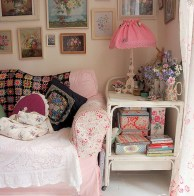 58+ Awesome Granny Chic Ideas for First Apartment Decorating On A Budget (3)
