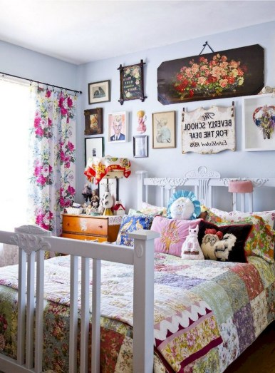58+ Awesome Granny Chic Ideas for First Apartment Decorating On A Budget (50)