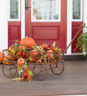 28+ Inspiring to Decorate Garden Carts for Fall (7)