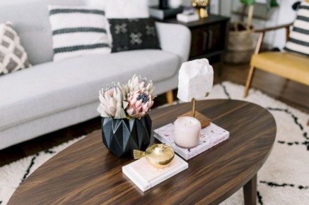 30+ Creative Tips For A Perfect Coffee Table Styling To Living Room (6)