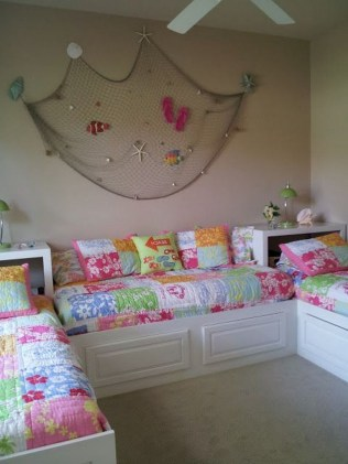 36+ Sweet Mermaid Themes Bedroom Ideas For Your Children (18)