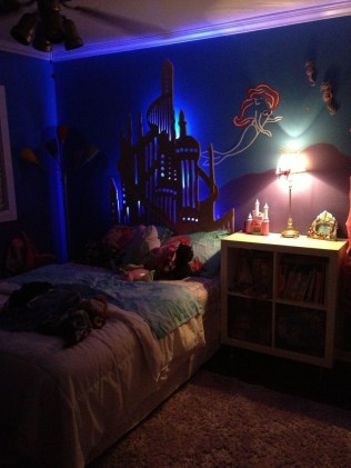 36+ Sweet Mermaid Themes Bedroom Ideas For Your Children (19)