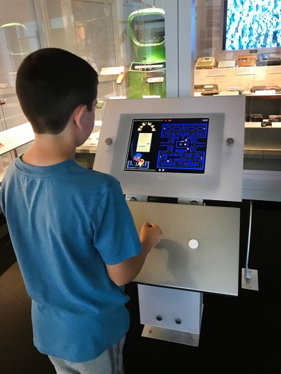 Kids Play Old Video Games at The Computer History Museum