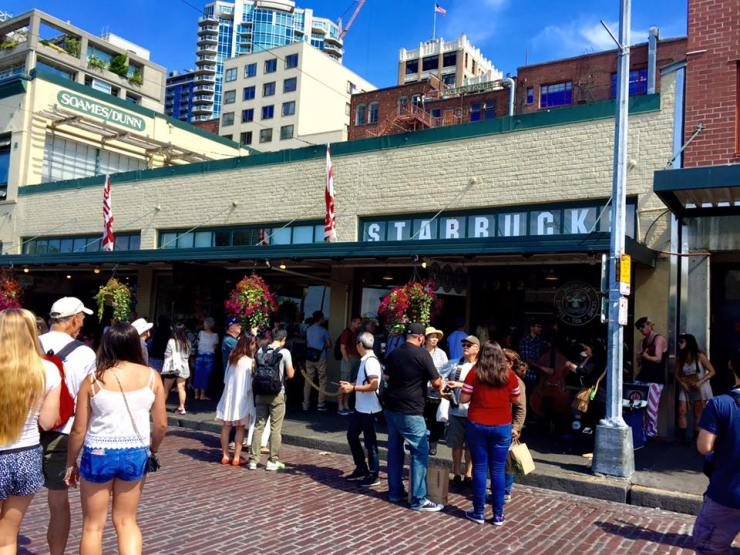 Seattle Road Trip USA America West Coast Holiday Original Starbucks Pike Place Market
