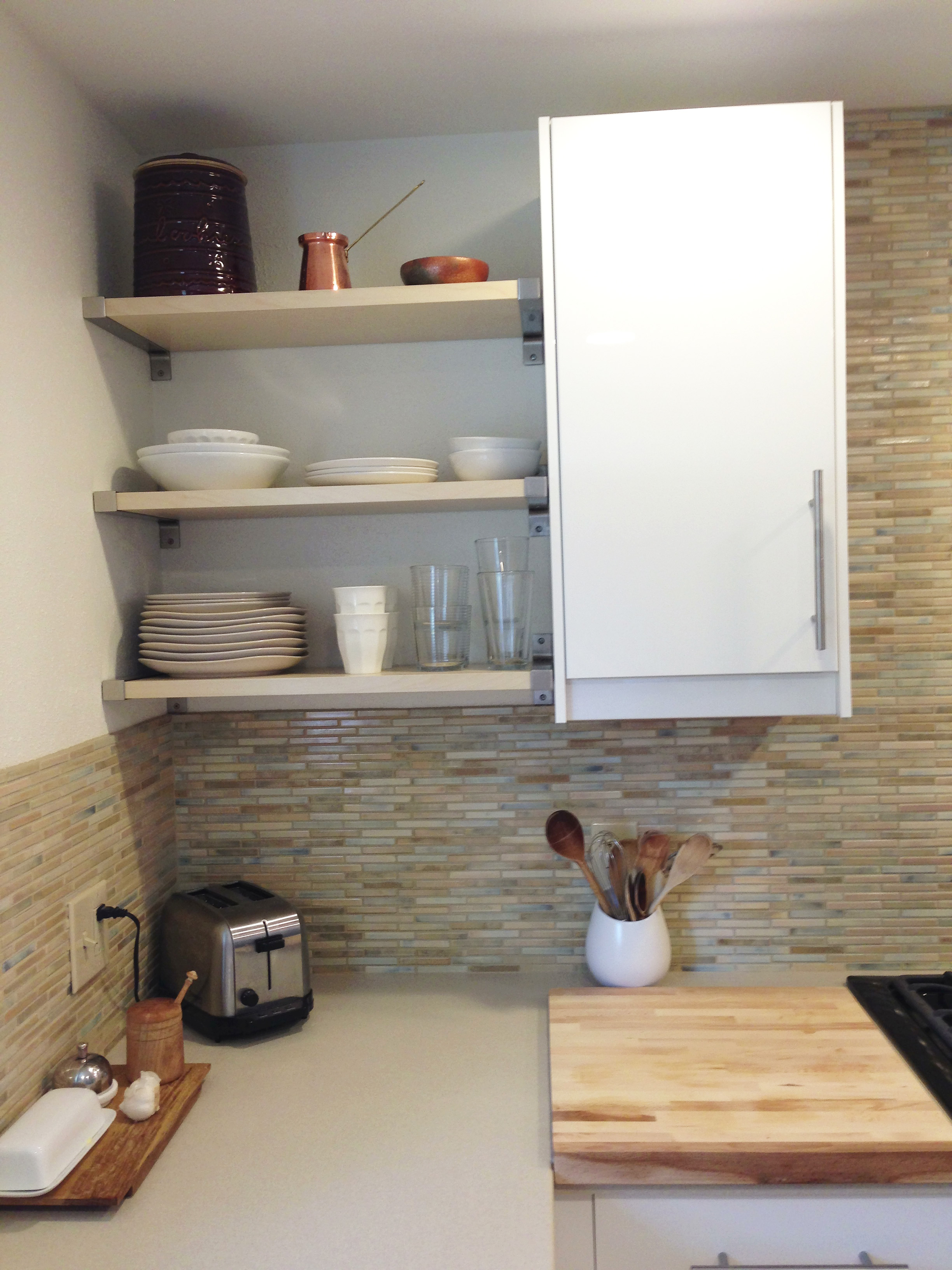 The Pros and Cons of Open Shelving in the Kitchen