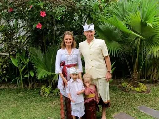 nama baju khas atau pakaian adat Bali untuk pria dan wanita lengkap dengan gambar dan keterangannya