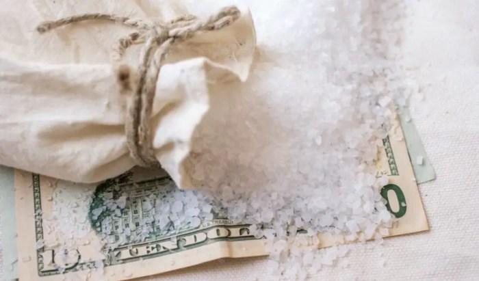 sejarah uang, garam sebagai alat tukar