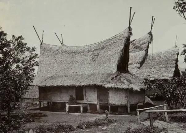 Imah Julang Ngapak - Rumah Adat Jawa Barat