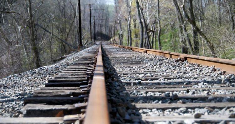 manfaat kayu jati untuk rel kereta