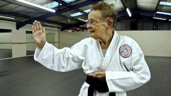 tingkatan sabuk karate hitam