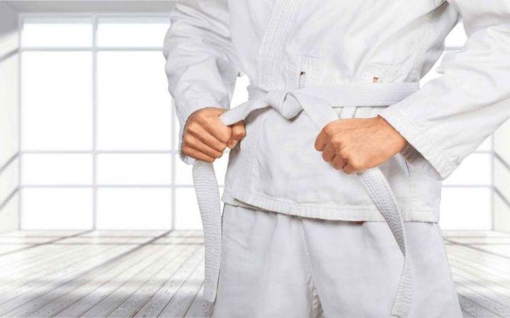 tingkatan sabuk karate putih