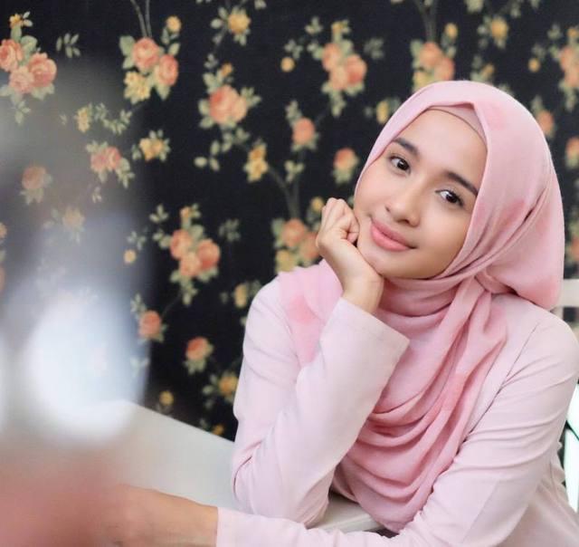 artis poppy bungan berhijab