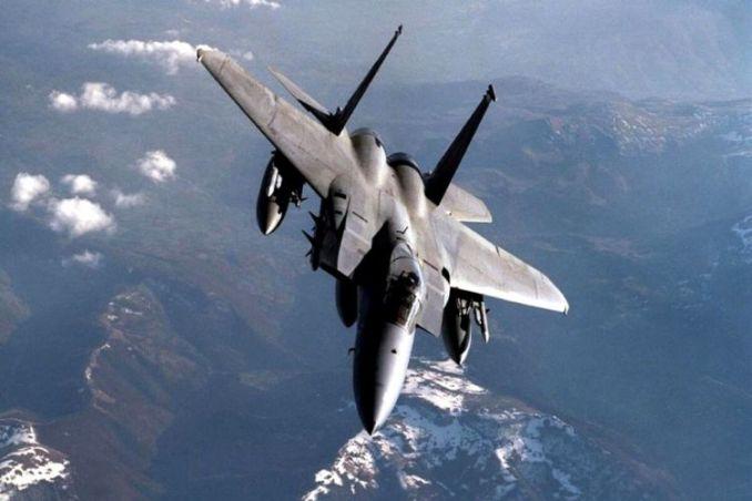 gambar pesawat tempur F 15 Eagle
