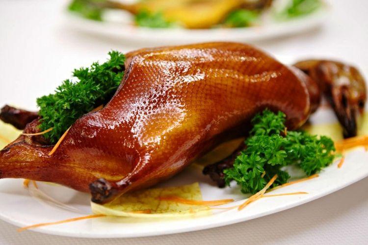 makanan enak bebek pekin - china