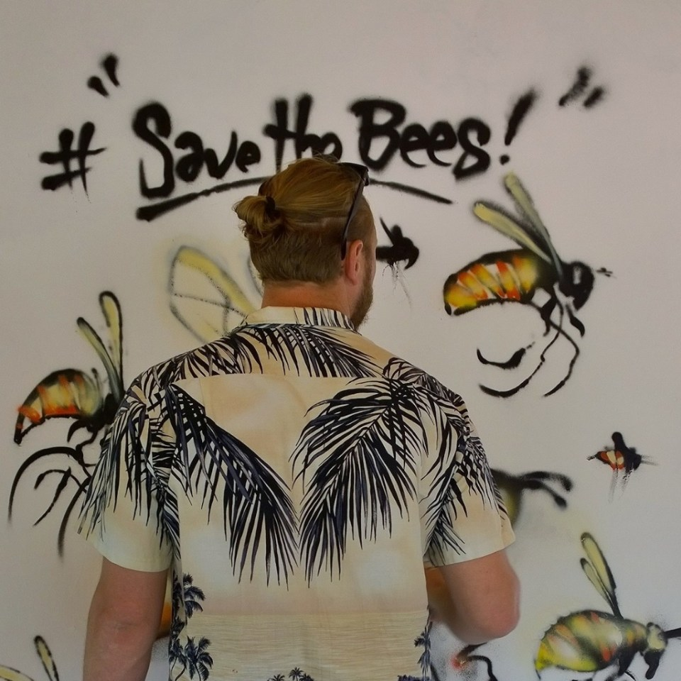 Jim Vision live painting for a Save the Bees campaign