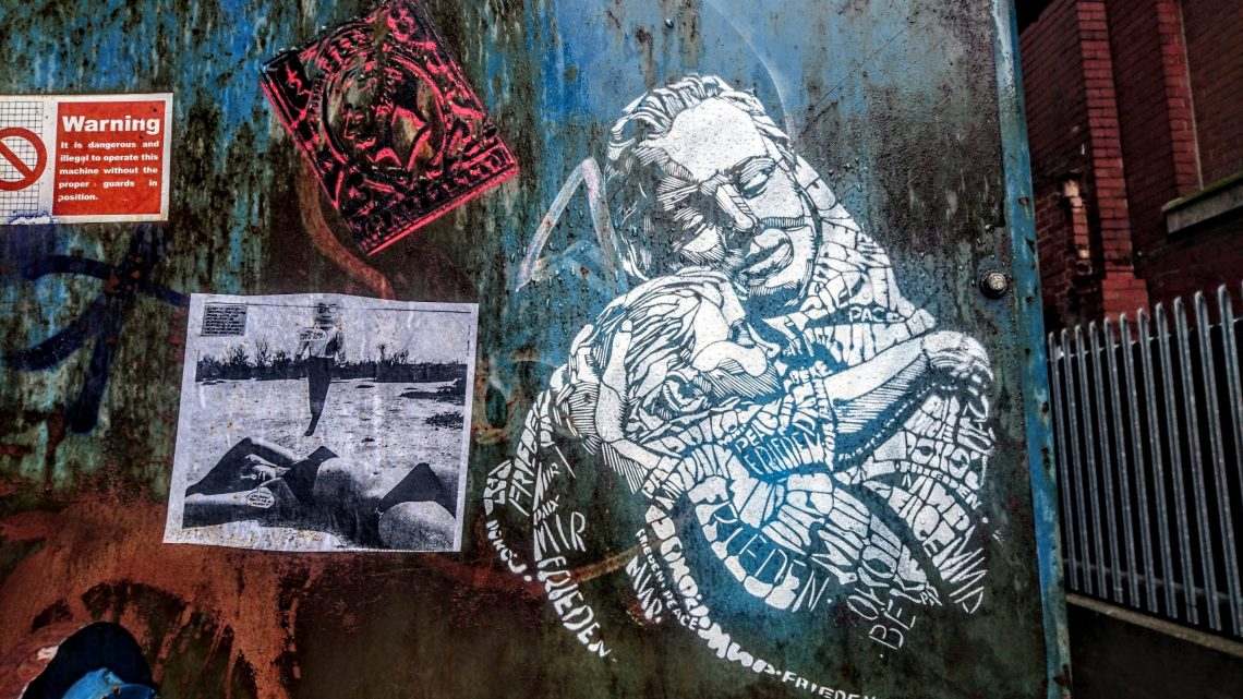 Small stencil of a mother and child by C215 in Manchester