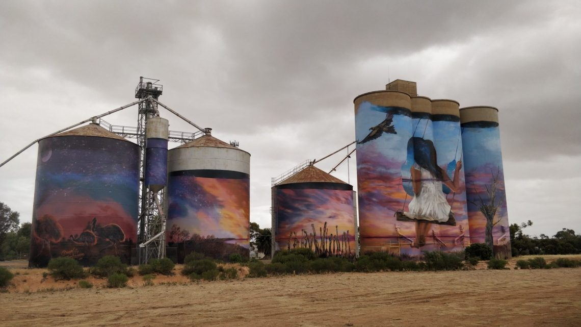 The Silo Art Trail mural in Sea Lake by Drapl and the Zookeeper