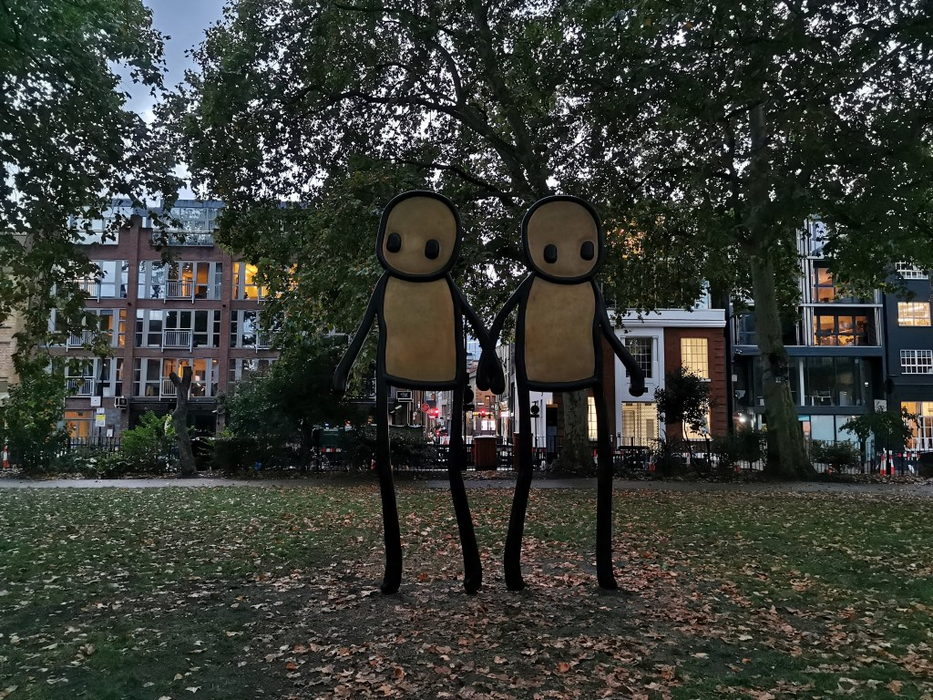 Holding Hands sculpture by Stik on Hoxton Square
