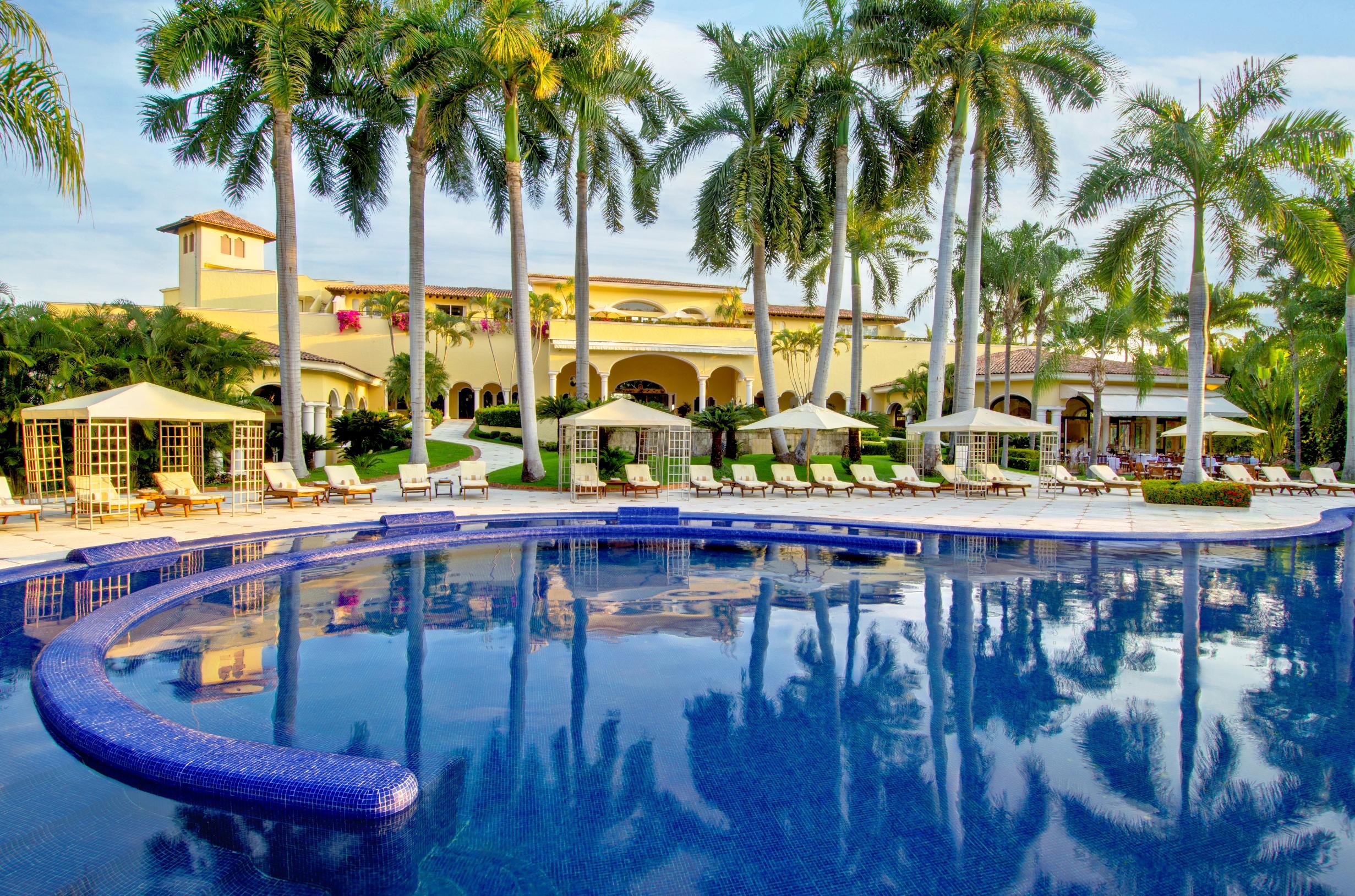 Inspiring Kitchen Casa Velas pool dining