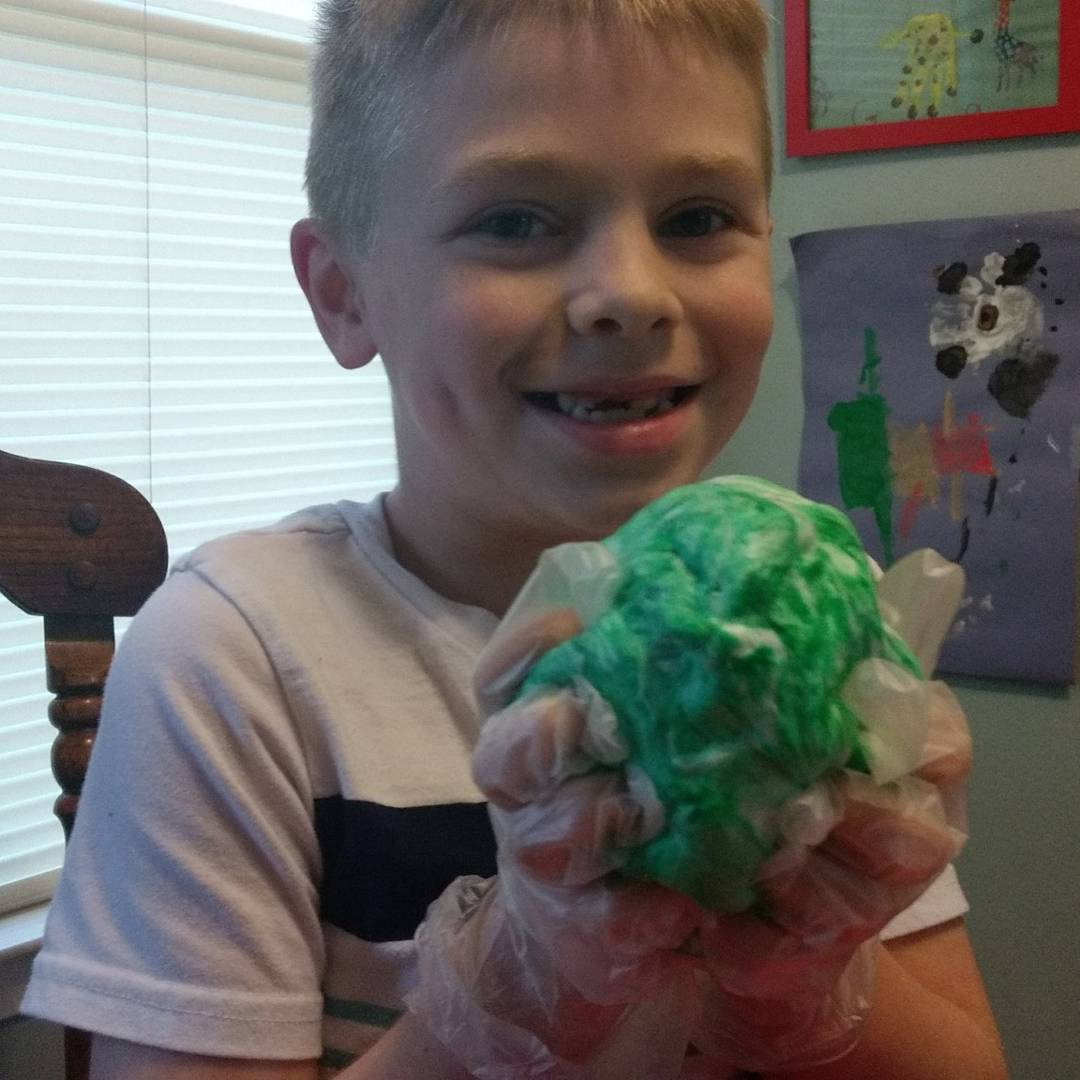This diy fluffy slime is so much fun and is an great craft for kids. It is cheap and easy to make at home. Perfect for tweens and teens too! #kids Get the directions on the blog! .