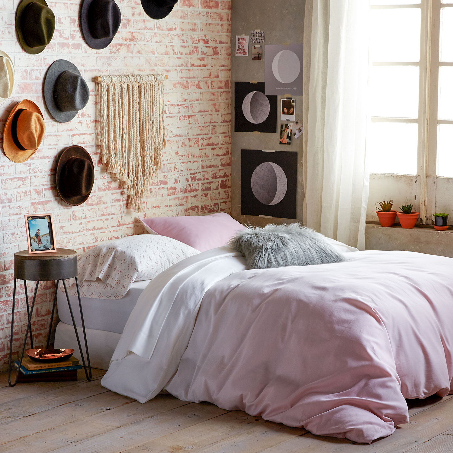 How To Style Your Bedroom With Millennial Pink – Dormify Blog