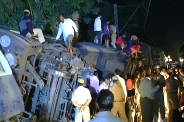 Vaibhavwadi train accident; 52 killed