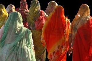 2009 0813 shutterstock indiawomen Hwydh 3868