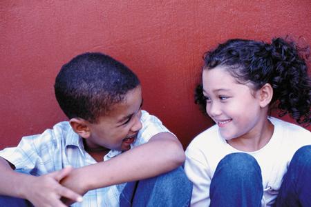 boy and girl laughing IdQVc 3868