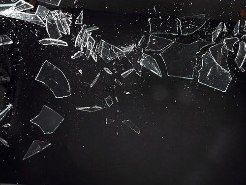 broken glass 1xZeX 16638