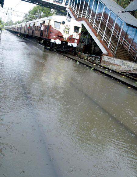 mumbai sinking222 26