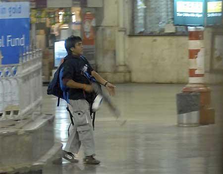 terrorist mumbai attack bluffmaster QRmAQ 6943